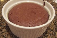 Moelleux au chocolat à 0 SP WW, recette d'un délicieux petit gâteau sans … Sweet chocolate with 0 SP WW, recipe of a delicious cupcake without flour and without fat, ideal for the snack. Weight Watcher Desserts, Weight Watchers Breakfast, Weight Watchers Meals, Healthy Breakfast Recipes, Healthy Recipes, Weigh Watchers, Bowl Cake, Ww Desserts, Dessert Ww