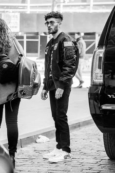 Zayn leaving his apartment in NYC today! Zayn Malik Style, Zayn Malik Photos, Gigi Hadid And Zayn Malik, Zany Malik, Zeina, Bad Boys, Beautiful Men, Bae, Handsome