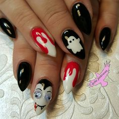 Cute Halloween nails with hand painted nail art. @the_pinkraven  @customs_by_christy
