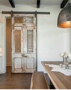 Altholz antike Tür beunruhigt malen architektonischen & Etsy The post Reclaimed antique door distressed paint architectural salvage weathered aged rustic worn decor panel divider wood doors appeared first on Suggestions. Antique French Doors, How To Antique Wood, French Antiques, Vintage Doors, Vintage Walls, Vintage Antiques, Farmhouse Interior, Interior Barn Doors, Farmhouse Decor