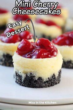 Mini Desserts, Mini Cheesecake Recipes, Bite Size Desserts, Great Desserts, No Bake Desserts, Cherry Cheesecake Bites, Mini Cheesecake Cupcakes, Fruit Cheesecake, Mini Dessert Recipes
