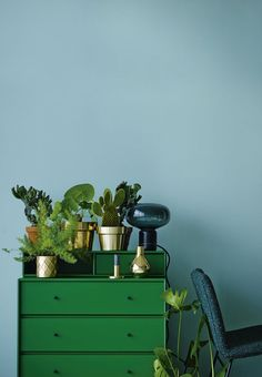 Furnish and decorate with colours. Create a cool look by mixing clear blue and strong green.