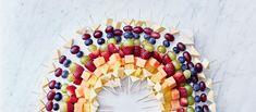 Valio Salaneuvos juustosta sekä tuoreista marjoista ja hedelmistä syntyy näyttävä tarjottava juhliin ja illanistujaisiin. Resepti: Valio Fruit Salad, Party, Recipes, Food, Kids, Pineapple, Young Children, Fruit Salads, Boys