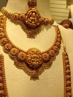 Dd Gold Temple Jewellery, Gold Wedding Jewelry, Gold Jewellery Design, Bridal Jewelry, Gold Jewelry, Gold Earrings, Gold Necklace, Gold Chain Design, Jewelry Patterns