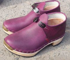 Traditional English women's clogs by Jeremy Atkinson. What a divine colour ... is that considered puce!