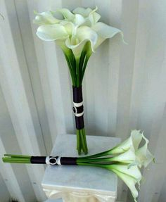 Perfect wedding bouquet :) so simple and yet so beautiful :)