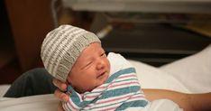 The Bradens: Newborn Striped Beanie Free Newborn Knit hat pattern! The Bradens: Newborn Striped Beanie Newborn Knit Hat, Newborn Hats, Baby Hats Knitting, Knitting For Kids, Loom Knitting, Knitting Projects, Knitted Hats, Baby Newborn, Baby Baby