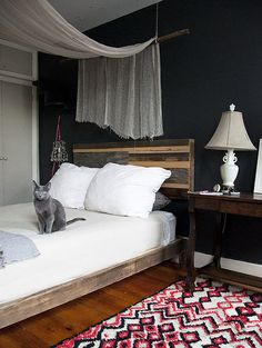 Totally in love with what they have done for a canopy for the bed. And the head board is a exactly what I want! I love that they have made it two-toned by staining the crate wood. Very industrial and whimsically chic.