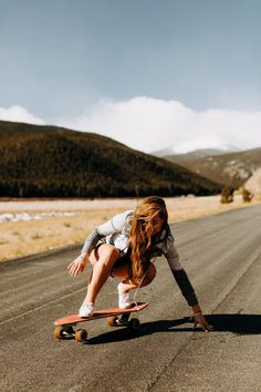 Quest Longboards is a top-selling longboard brand that is based in California, USA. We provide longboard skateboards that complement the leisure skaters' lifestyle! Cruiser Skateboard, Penny Skateboard, Skateboard Pictures, Skate Girl, Skate Style, Summer Aesthetic, Burton Snowboards, Longboarding, Girl Photography