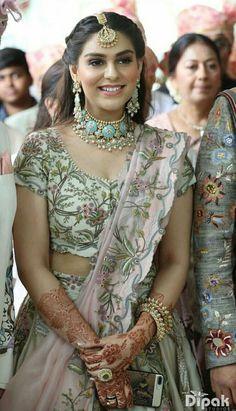 Jewelry necklaces th Indian Bridal Lehenga, Indian Bridal Outfits, Indian Designer Outfits, Indian Beauty Saree, Lehenga Wedding Bridal, Sabyasachi Lehenga Bridal, Indian Bridal Wear, Indian Lehenga, Dress Indian Style