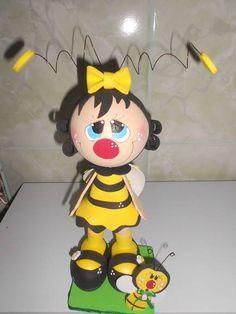 Boneca confeccionada em eva 3d pode ser usada como topo de bolo,decoraçaõ de festa e decoração de quarto infantil. R$ 30,00