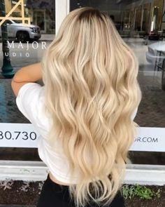 Beach Blonde Hair, Blonde Hair Shades, Light Blonde Hair, Dyed Blonde Hair, Honey Blonde Hair, Blonde Hair Looks, Long Blond Hair, Beach Hair Color, Cream Blonde Hair