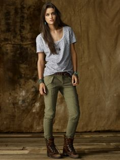 American Apparel gray v-neck, army green pants and Steve Madden Troopa combat boots love this look Pants Outfit, Dress Outfits, Fall Outfits, Casual Outfits, Fashion Outfits, Dress Pants, Dresses, Army Green Pants, Boating Outfit