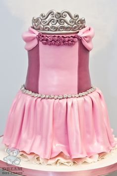 Princess Cake @Elizabeth Staley   i want one.... since u r going to b home for two months i think you hav time:)