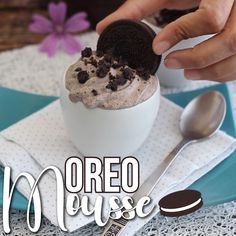 If you like Oreos you definitely have to make this recipe ! - Recipe Dessert : Oreo mousse by PetitChef_Official Moose Dessert, Dessert Oreo, Oreo Cake Recipes, Baking Recipes, Cute Desserts, Oreo Desserts, Oreo Mousse, Moose Recipes, Cute Baking