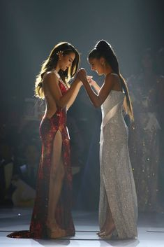 Miss Philippines Catriona Gray is crowned the Miss Universe 2018 - Modern Miss Universe Philippines, Miss Philippines, Miss Mundo, Grey Fashion, Star Fashion, Steampunk Fashion, Gothic Fashion, Miss Universe Dresses, Calvin Klein Outfits