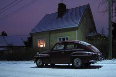 Volvo katulampun alla   Flickr - Photo Sharing!