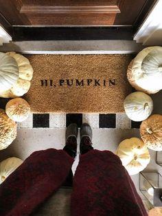 DIY Hi, Pumpkin Doormat Our Thanksgiving Front Porch - Chris Loves Julia Fall Home Decor, Autumn Home, Fall Apartment Decor, Fall Winter, Halloween Chic, Halloween Man, Haunted Halloween, Halloween Ideas, Happy Halloween