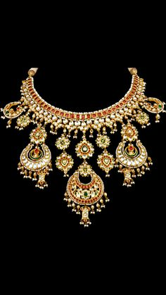 Gold Jewelry For Bridesmaids Fancy Jewellery, Royal Jewelry, Gold Jewellery Design, Gold Jewelry, Beaded Jewelry, Jewelery, Mughal Jewelry, India Jewelry, Bridal Jewelry Sets