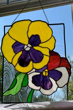 Stained glass mosaic pattern of Pansies Stained Glass Suncatchers, Faux Stained Glass, Stained Glass Panels, Stained Glass Projects, Stained Glass Patterns Free, Stained Glass Quilt, Stained Glass Designs, Mosaic Patterns, Mosaic Flowers