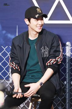 'KNOCK KNOCK!' (@knockknock0408) | ทวิตเตอร์ Park Chanyeol, Baekhyun, Exo Official, Korean Group, Together We Can, What Is Life About, Your Smile, Rapper, Bomber Jacket