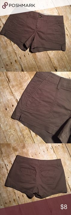 Old Navy Favorite Khakis 3.5 Shorts size 0 low rise. 14 inches waist laying flat 3 inch inseam. Minor stain on the back. See pictures. Old Navy Shorts