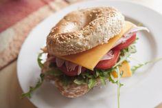 Take Eat Easy arrive à Grenoble demain, le 10 juin ! C'est un service de livraison qui amène votre restaurant favori à votre porte en moins de 30 minutes! L'entreprise a démarré en Belgique et se d…