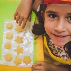 Oficina de Biscoitos ❤ Mão na massa #Cozinhadominichef #Brasilia #asanorte #cerrado #cores #temcriancanacozinha #fazendoafesta #gnt #amor #oficina #kids #instakids #instagood #festa #107norte #chocolate #cupcake #bolo #biscoito #minichef #crianca #criancas #alimentacaosaudavel #picoftheday #picofday #photo #photography #culinariainfantil #ferias2016 #ferias