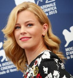 Movies: Elizabeth Banks is in talks to direct Charlie's Angels movie reboot Elizabeth Banks, Charlies Angels Movie, Bank Fashion, Gal Gabot, Photography Movies, Victoria Secret Fashion, Red Carpet Looks, Celebs, Celebrities