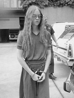 """Brenda Spencer. El lunes 29 de enero de 1979, estrenó un rifle semiautomático que su padre le regaló en Navidad, disparando a los alumnos de su escuela. Cuando le preguntaron por qué lo había hecho, dijo: """"No me gustan los lunes""""."""