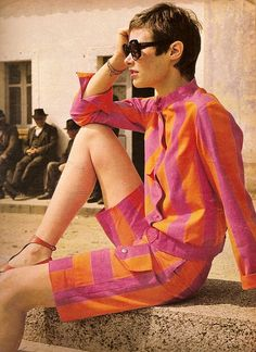 Orange and pink always looks good together in 60s fashion. I can never seem to make it work! | via The Guise Archives