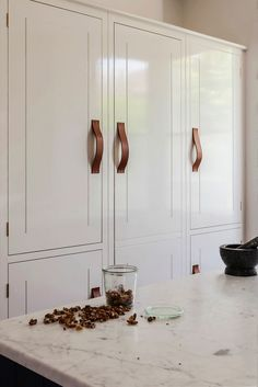 Pantry cabinets & leather pulls Skye Gyngell kitchen by British Standard, White Tall Cabinets with Leather Pulls, Photography by Alexis Hamilton Wren Kitchen, Kitchen And Bath, Kitchen Size, Kitchen Handles, Door Handles, British Standard Kitchen, Armoires Diy, Small Kitchen Organization, British Standards