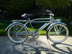 1936 Monark Silver King aluminum bicycle - Another Aluminum one.very neat and shiny. Look Bicycles, Bicycle Wedding, Scooters, Antique Bicycles, Bicycle Types, Custom Harleys, Old Bikes, Bike Art, Bicycle Design
