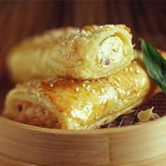 Thai Sausage Rolls Recipe Appetizers with minced chicken, philadelphia cream che. - Projects to Try - Sausage Savory Pastry, Puff Pastry Recipes, Pastry Dishes, Savoury Tarts, Lunch Snacks, Savory Snacks, Savoury Recipes, Healthy Snacks, Chicken Sausage Rolls