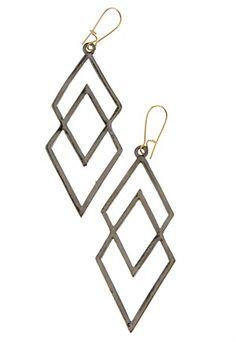 """Läckra örhängen på bubbleroom.se som går under namnt """"Double Black Diamond Earrings"""" i aluminium med Square Dance vibbar ;) 5 % av intäkterna går till välgörenhet!"""