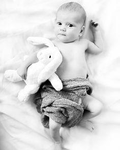 Kids, baby, photoshoot, photo, babyphto, photographer, bebis, rabbit, black and white, studiophotographer, sweden