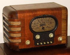 Vintage Zenith Wood Table Radio With Push Buttons (aka Racktrack Radio), Model 5 Tubes, Made In USA, Circa 1939 The Bright Sessions, Retro Radios, Old Time Radio, Record Players, Vintage Wood, Vintage Stuff, Jukebox, 1930s, Things That Bounce