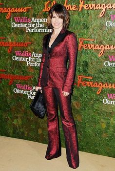 Lost star, Evangeline Lilly, wears a chic, bob haircut and a fierce pantsuit.