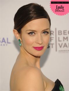 Emily Blunt. Classic winged liner. Pink lipstick is very pretty.