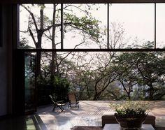 Casa en Pali Hill by Studio Mumbai Architects at Plataforma Arquitectura Estudio Mumbai, Exterior Design, Interior And Exterior, Door Design, Interior Garden, House Design, Outdoor Spaces, Indoor Outdoor, Outdoor Living