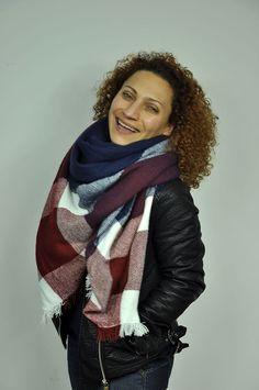 Jedyna w swoim rodzaju chusta szal w dużą kratę,idealny dodatek do stworzenia wielu niebanalnych stylizacji. Więcej na : http://streetstyle.net.pl/pl/c/Dodatki/43