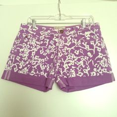 Limited Run - DVFxCURRENT ELLIOTT printed shorts! So pretty! These were a limited collaboration between the house of DVF and CURRENT ELLIOTT! Runs true to size. 3inch inseam. Never worn. Diane von Furstenberg Shorts Jean Shorts