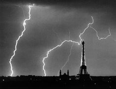 Andre Kertesz, Paris At Night, Night Time Photography, Art Photography, Conceptual Photography, Amazing Photography, Travel Photography, Tour Eiffel, Brassai