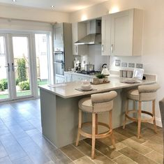 10 Styles Perfect for Your Small Kitchen area - Modern Small Kitchen Diner, Small Open Plan Kitchens, Open Plan Kitchen Dining Living, Living Room Kitchen, Home Decor Kitchen, Home Kitchens, Interior Desing, Interior Design Kitchen, Decoration
