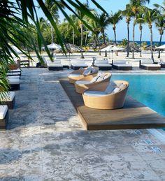 Enjoy comfort by the pool in Aruba