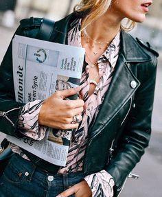 Il n'y a pas que la blouse en dentelle blanche pour accompagner le classique perfecto en cuir ! (Claudie Pierlot)