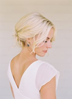 Elegant bride wedding hairstyles for short hair.