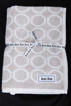 Bambus handkle, offwhite med beige bikubemønster.Design: ko:ko 100% bambus bomull.Vask: 40 graderStr: 49cm x 91 cm
