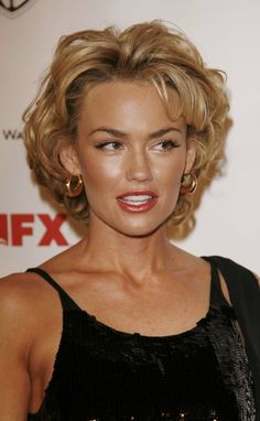 Kelly Carlson hair whoever that is....
