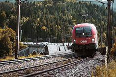 🚂🏞🛤• • • • • #autumn #colors #hill #art #mountain #train #tones #agameoftones #bestoftheday #landscape #semmering #austria #like4like #follow4follow #photography #photographer #_allshots #l4l #f4f #followme #instalike#tbt #instagood #taurus #öbb #explore #create #trainspotting  #trytogetbetter #youarenotalone
